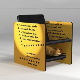 Fauteuil jaune de lecture avec étagère pour ranger les revues ou le chat