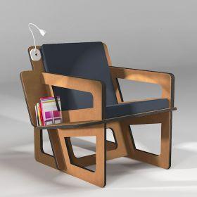 Fauteuil de lecture d'intérieur avec son étagère bibliothèque. Coussin anthracite. Présenté avec l'option liseuse