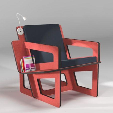 Fauteuil de lecture avec étagère bibliothèque.  Structure en Valchromat rouge huilé.