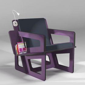 Fauteuil de lecture violet, taillé sur-mesure, dossier mi-hauteur. Liseuse à led en option.