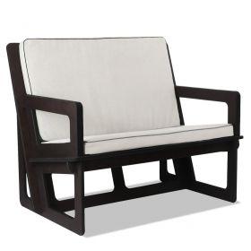 Canapé sur mesure. Largeur de l'assise 100 cm, pour deux personnes. Largeur totale 114 cm. Dossier haut 60 cm.