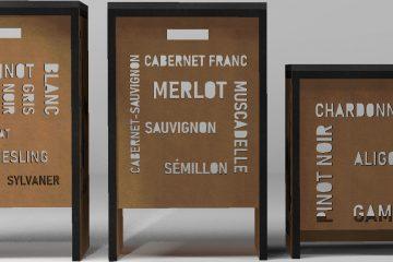 Quels vins se cachent derrière ces tabourets sur-mesure ?