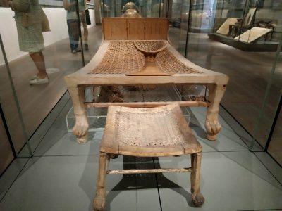 Des tabourets vieux de 3500 ans